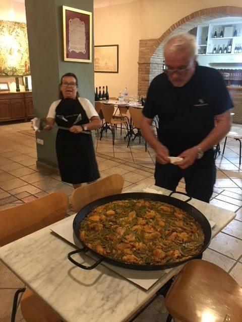 Vrijdagavond = Paella-avond : bestellen op www.paellas.be/shop en afhalen te El Pozo op vrijdag tussen 17h en 18h30