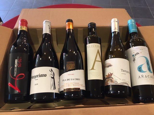 Verwen je vader met ons 'Vaderdag pakket' : 3 x rode wijn en 2 x witte wijn voor € 50 + gratis flesje olijfolie !